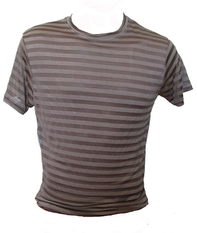 Модная мужская футболка